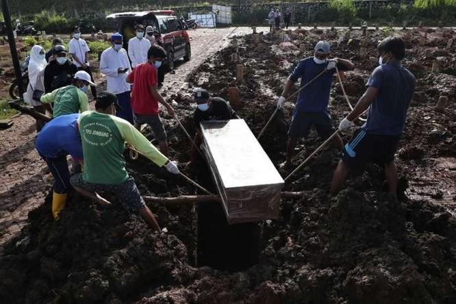 IFRC: Indonesia đã ở bên bờ vực thẳm của đại dịch COVID-19 ảnh 1