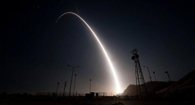 Tên lửa liên lục địa giá bao nhiêu, mà không phải quốc gia nào cũng có thể mua? ảnh 1