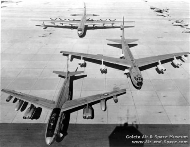 """Hồ sơ vũ khí: Không phải B-52 """"Stratofortress"""", đây mới là chiếc máy bay ném bom lớn nhất thế giới! ảnh 1"""