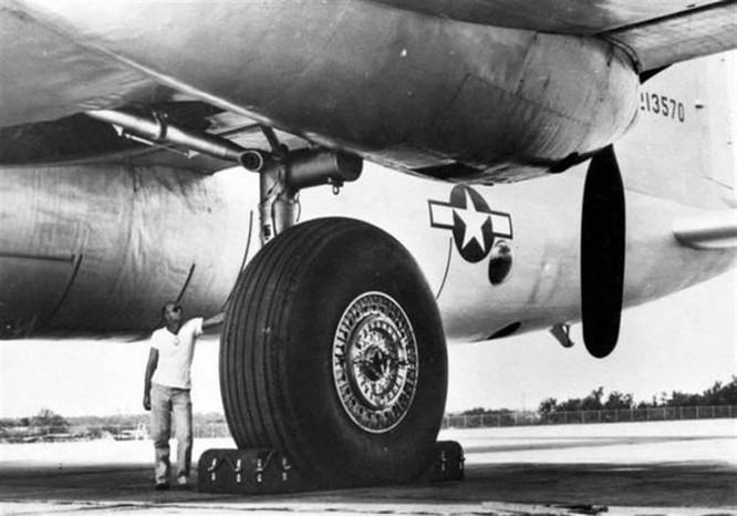 """Hồ sơ vũ khí: Không phải B-52 """"Stratofortress"""", đây mới là chiếc máy bay ném bom lớn nhất thế giới! ảnh 2"""