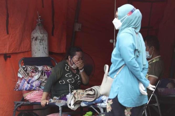 Indonesia: COVID-19 vượt tầm kiểm soát, thế chỗ Ấn Độ thành ổ dịch nghiêm trọng nhất châu Á ảnh 1