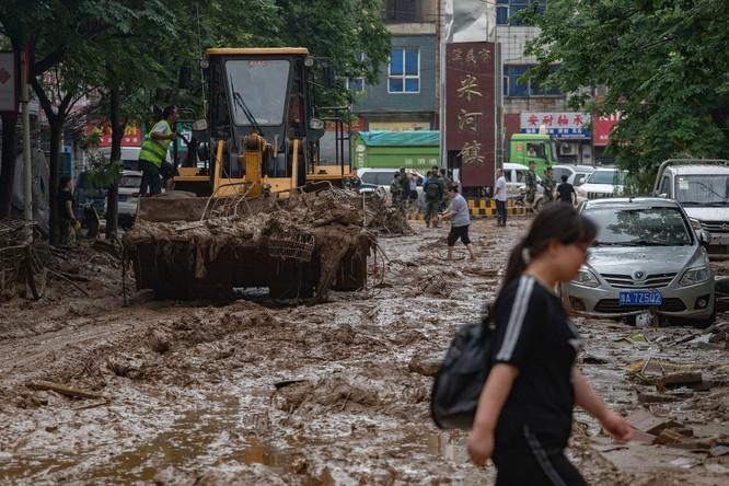 Thảm kịch lũ lụt ở Trung Quốc: 61 người chết và mất tích, thiệt hại gần 10 tỉ USD ảnh 4