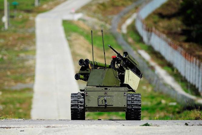 Lộ hình ảnh các chiến binh robot của Nga tiêu diệt lực lượng phản loạn Syria trên chiến trường ảnh 5