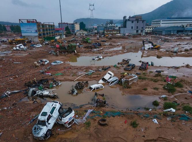 Thảm kịch lũ lụt ở Trung Quốc: 61 người chết và mất tích, thiệt hại gần 10 tỉ USD ảnh 3