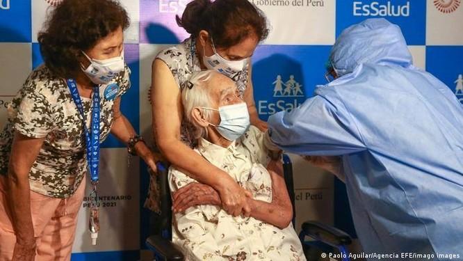 Tỷ lệ người bị nhiễm COVID-19 ở Peru tử vong cao tới gần 10% vì biến chủng Lambda ảnh 2