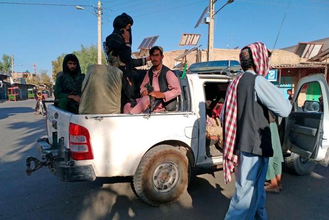 Taliban áp sát Kabul, Sứ quán Mỹ bắt đầu hủy tài liệu và dùng trực thăng di tản nhân viên ảnh 6