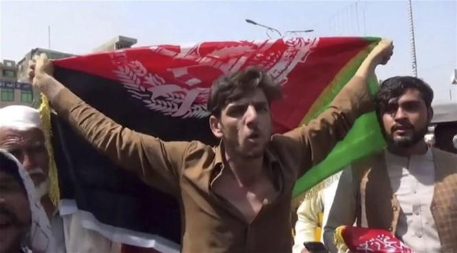 Taliban xả súng vào người biểu tình nhân Ngày Độc lập, nhiều người chết ảnh 2