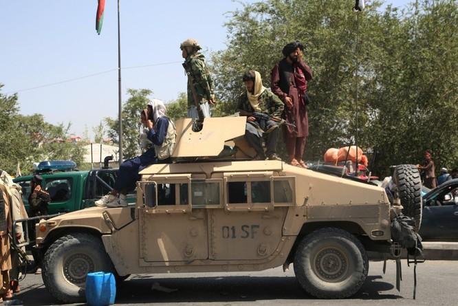 Lo ngại Taliban chuyển các vũ khí thu được cho Trung Quốc và Nga, Mỹ có kế hoạch không kích phá hủy ảnh 1