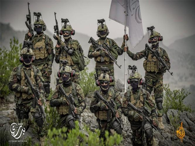 Bức ảnh tuyên truyền của Taliban khiến người Mỹ nổi giận ảnh 1