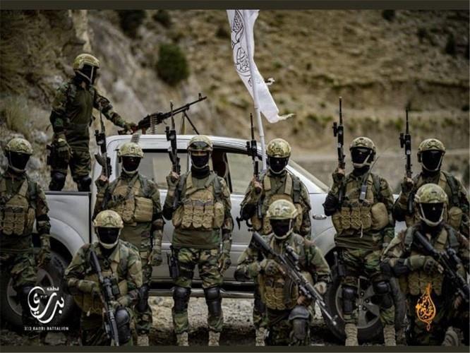 Bức ảnh tuyên truyền của Taliban khiến người Mỹ nổi giận ảnh 2