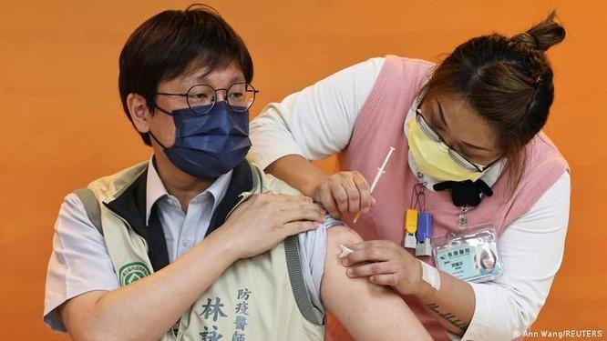 Đài Loan cho phép tiêm vaccine nội mặc dù đang thử nghiệm giai đoạn ba ảnh 2