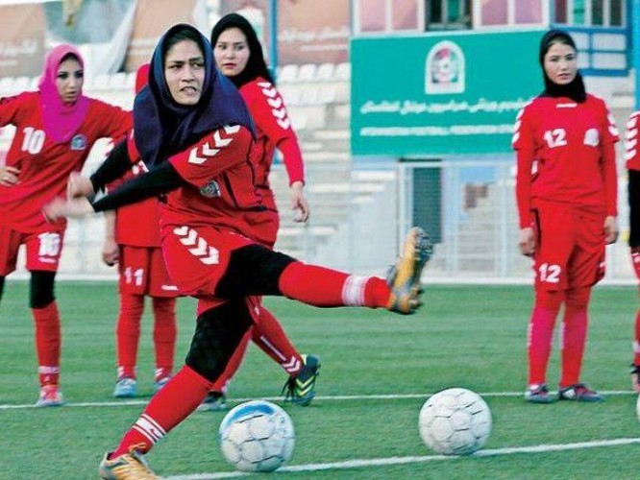 Lo sợ bị Taliban sát hại, đội tuyển bóng đá nữ Afghanistan chạy ra nước ngoài ảnh 1