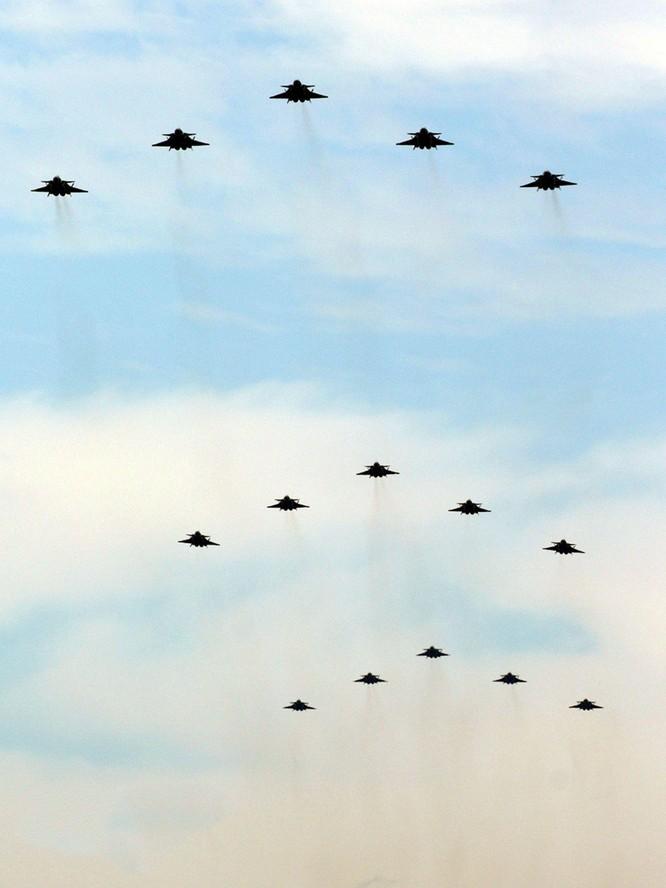 """Trung Quốc khoe """"máy bay không người lái tấn công tàng hình GJ-11 gây chấn động Mỹ, Anh"""" ảnh 5"""