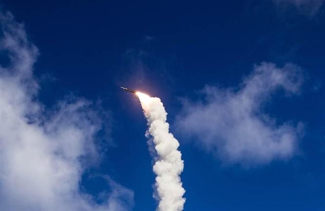 Mỹ phóng thành công tên lửa đa năng SM-6 từ tàu mặt nước không người lái ảnh 1