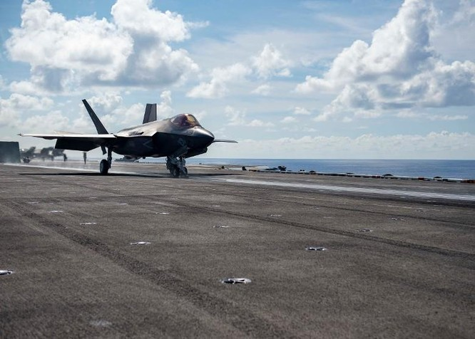 Thách thức quy định mới của Trung Quốc, Mỹ cho tàu chiến vào vùng bên trong 12 hải lý đảo nhân tạo ảnh 4