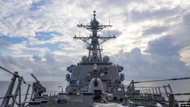 Thách thức quy định mới của Trung Quốc, Mỹ cho tàu chiến vào vùng bên trong 12 hải lý đảo nhân tạo ảnh 2