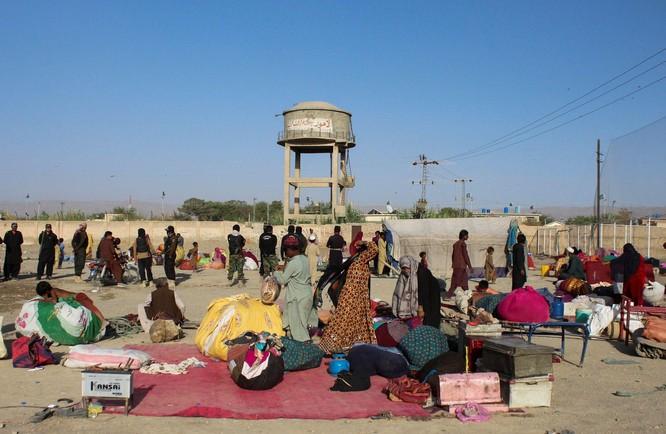 Afghanistan: Taliban nắm quyền, tấn bi kịch người tị nạn bỏ nước ra đi tái diễn ảnh 6