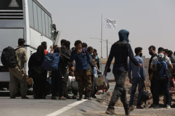 Afghanistan: Taliban nắm quyền, tấn bi kịch người tị nạn bỏ nước ra đi tái diễn ảnh 5