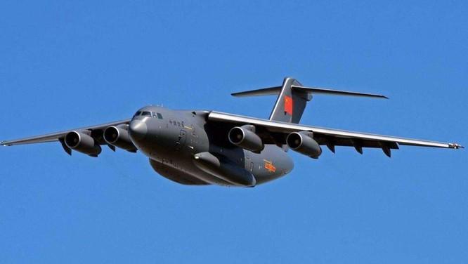 Trung Quốc lần đầu tiên công khai tin điều máy bay vận tải hạng nặng Y-20 tới Trường Sa ảnh 1