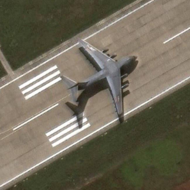 Trung Quốc lần đầu tiên công khai tin điều máy bay vận tải hạng nặng Y-20 tới Trường Sa ảnh 2
