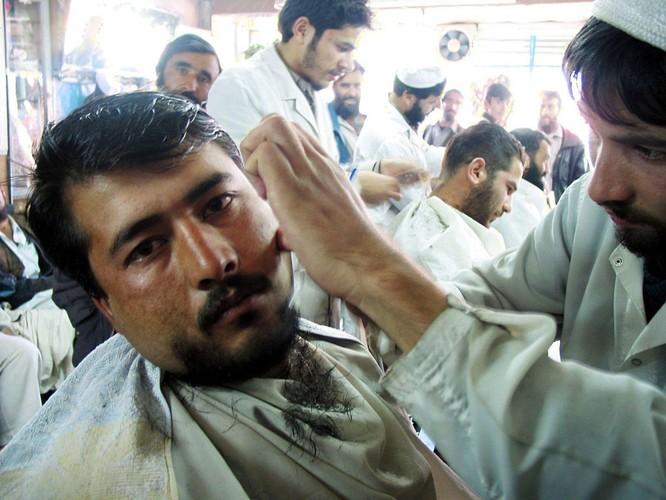 Treo cổ, chặt tay, cấm cắt tóc cạo râu...Taliban đang quay trở lại bản chất thật ở Afghanistan ảnh 1