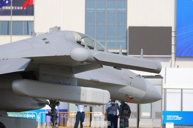 """Khám phá máy bay tác chiến điện tử J-16D """"mạnh nhất thế giới"""" Trung Quốc lần đầu trình làng ảnh 4"""