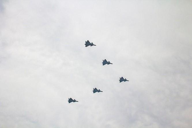 Truyền thông Trung Quốc đánh giá J-20 sánh ngang F-22, Mỹ nói chỉ như F-117A ảnh 1
