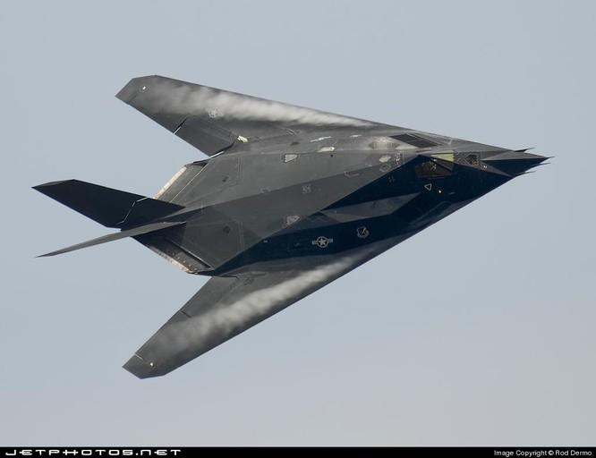 Truyền thông Trung Quốc đánh giá J-20 sánh ngang F-22, Mỹ nói chỉ như F-117A ảnh 4
