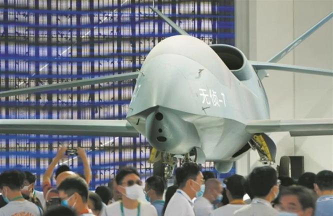 """Lộ diện WZ-7, """"át chủ bài chiến lược trên không"""" của Trung Quốc ảnh 2"""