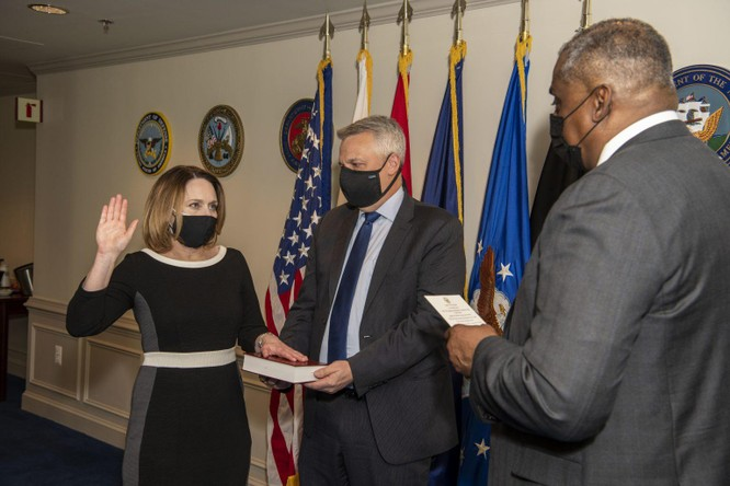 Thứ trưởng Quốc phòng Mỹ Kathleen Hicks khẳng định cam kết giúp bảo vệ Đài Loan ảnh 1