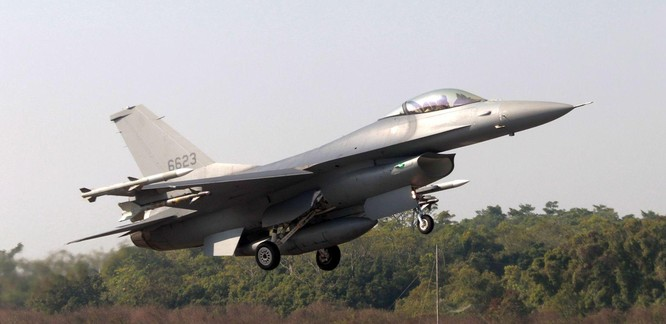 Trung Quốc tiếp tục cho 52 máy bay áp sát Đài Loan, Mỹ và Đài Loan phản ứng mạnh mẽ ảnh 3