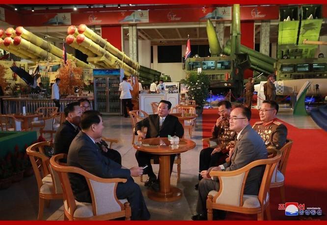 Xem tên lửa siêu thanh Hwasong-8 và các vũ khí mới được Triều Tiên trưng bày ảnh 5