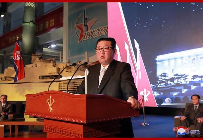 Xem tên lửa siêu thanh Hwasong-8 và các vũ khí mới được Triều Tiên trưng bày ảnh 1