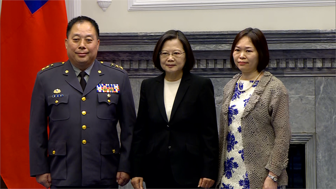 Tư lệnh Lục quân Đài Loan dẫn đoàn sang thăm Mỹ, truyền thông Trung Quốc nổi xung ảnh 1