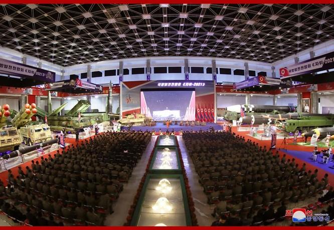 Xem tên lửa siêu thanh Hwasong-8 và các vũ khí mới được Triều Tiên trưng bày ảnh 8