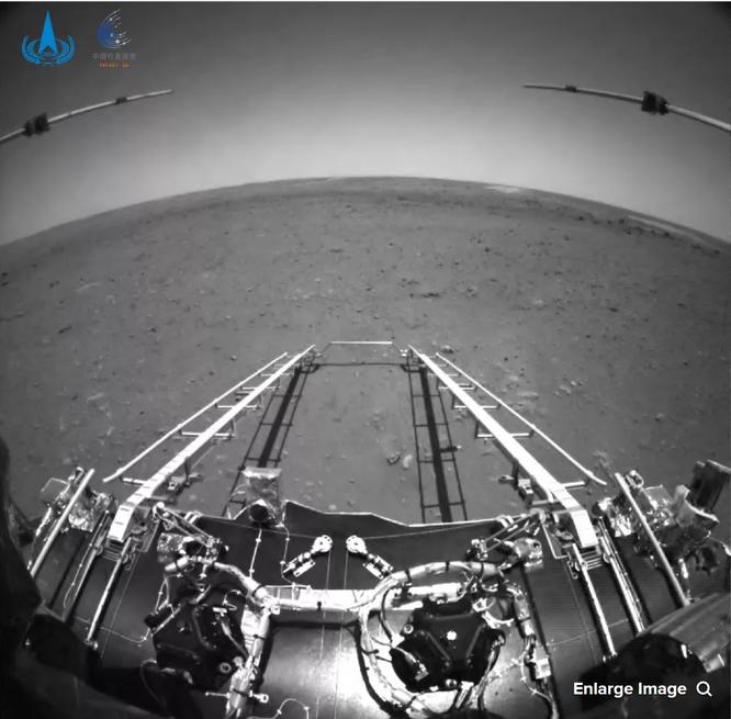 Robot thám hiểm Zuhrong thành công gửi những bức ảnh đầu tiên về Trái Đất ảnh 1