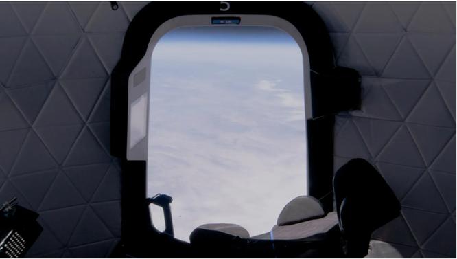 Trải nghiệm bay ngoài không gian với mức giá hàng triệu USD ảnh 1