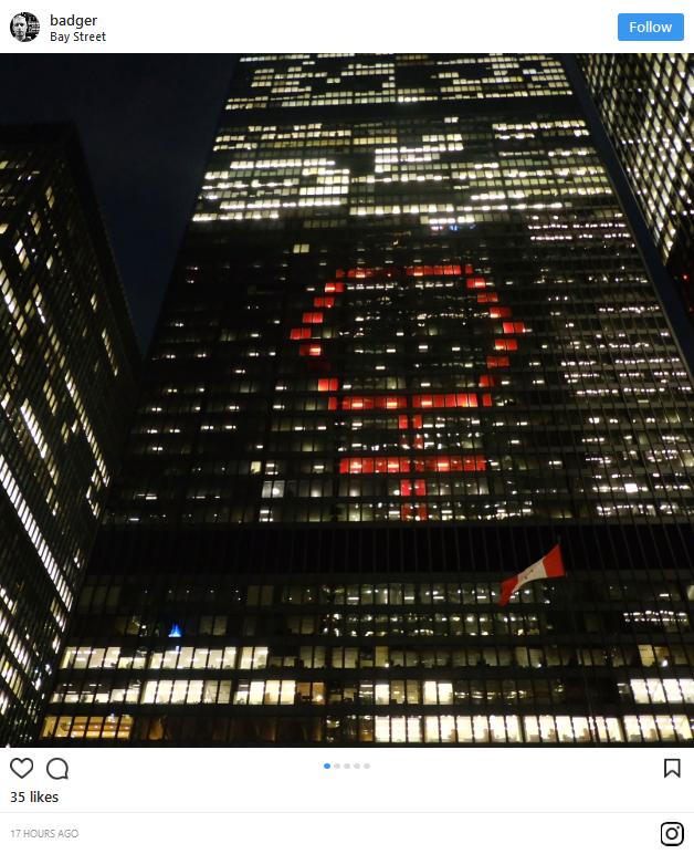 Biểu tượng nữ giới khổng lồ thắp sáng bầu trời nhiều thành phố lớn tại Mỹ và Canada đêm 8/3 ảnh 6