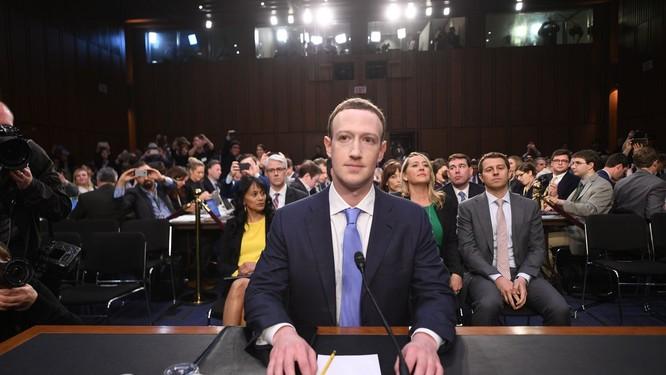 """CEO Facebook nói gì trong phiên điều trần khi được chất vấn: """"Tối qua anh ở khách sạn nào?"""" ảnh 1"""