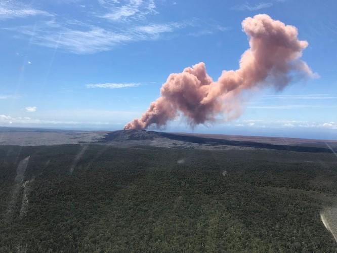 Hãi hùng cảnh núi lửa Kilanuea phun trào tạo nên cột khói bụi cao hàng nghìn mét trên bầu trời Hawaii ảnh 16