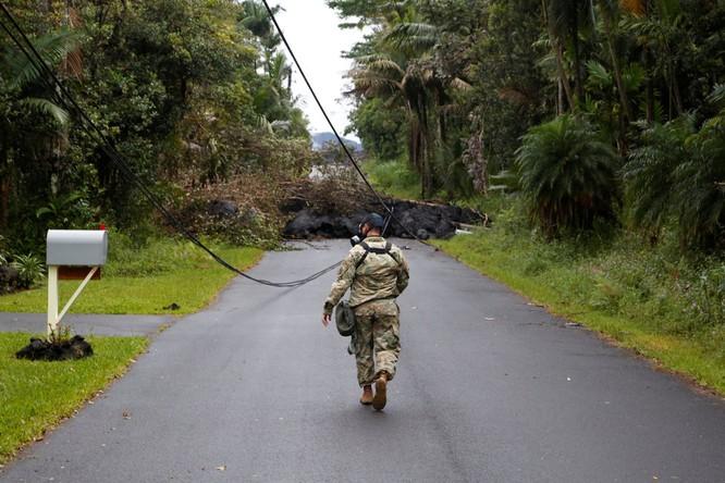 Hãi hùng cảnh núi lửa Kilanuea phun trào tạo nên cột khói bụi cao hàng nghìn mét trên bầu trời Hawaii ảnh 14
