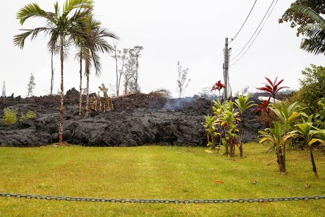 Hãi hùng cảnh núi lửa Kilanuea phun trào tạo nên cột khói bụi cao hàng nghìn mét trên bầu trời Hawaii ảnh 15