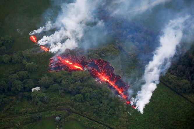Hãi hùng cảnh núi lửa Kilanuea phun trào tạo nên cột khói bụi cao hàng nghìn mét trên bầu trời Hawaii ảnh 8
