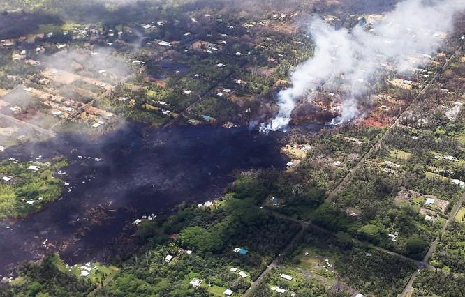 Hãi hùng cảnh núi lửa Kilanuea phun trào tạo nên cột khói bụi cao hàng nghìn mét trên bầu trời Hawaii ảnh 13