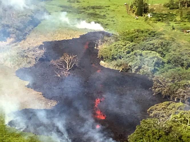 Hãi hùng cảnh núi lửa Kilanuea phun trào tạo nên cột khói bụi cao hàng nghìn mét trên bầu trời Hawaii ảnh 11