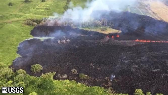 Hãi hùng cảnh núi lửa Kilanuea phun trào tạo nên cột khói bụi cao hàng nghìn mét trên bầu trời Hawaii ảnh 7