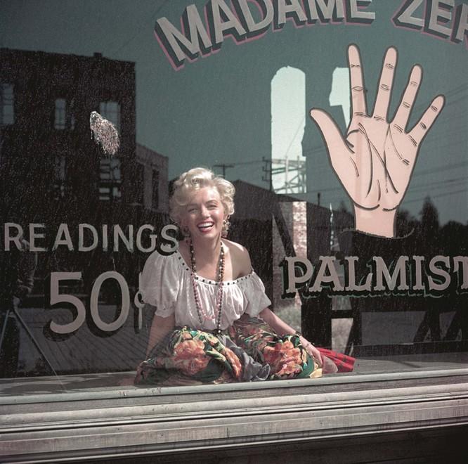 Những bức ảnh chưa bao giờ được công bố của nữ hoàng màn bạc Marilyn Monroe ảnh 4