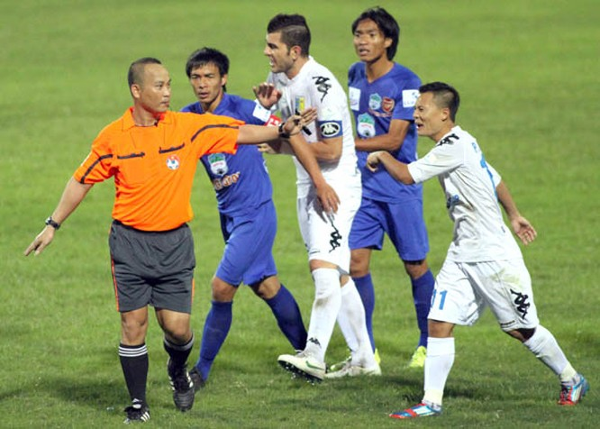 Bao giờ Việt Nam có thể áp dụng các công nghệ hỗ trợ trận đấu như Goal line hay VAR? ảnh 1