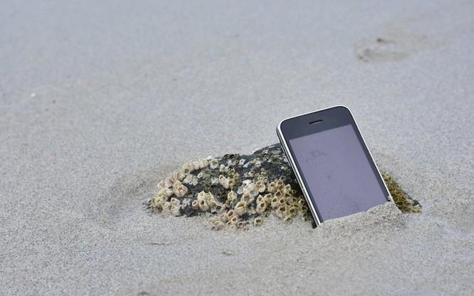 """Ra biển ngày hè đừng quên những mẹo nhỏ này để bảo vệ """"dế yêu"""" ảnh 2"""