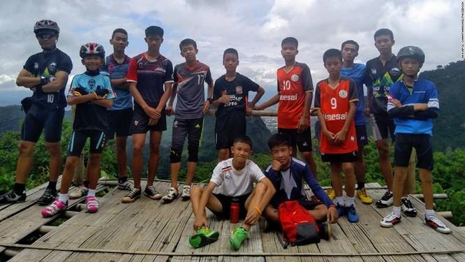 Sau 9 ngày mất tích trong hang ngập lụt, đội bóng nhí Thái Lan đã được tìm thấy ảnh 1